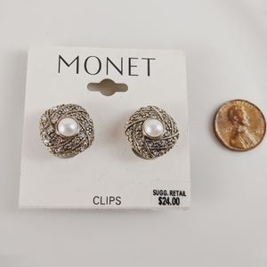 🖤3 for 25🖤Monet Gold Tone Pearl Clip Earrings